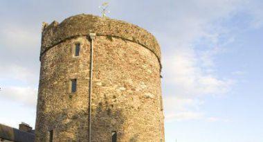Reginalds Tower Waterford 420x400