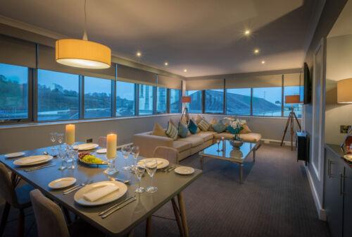 Penthouse Livingroom evening 4